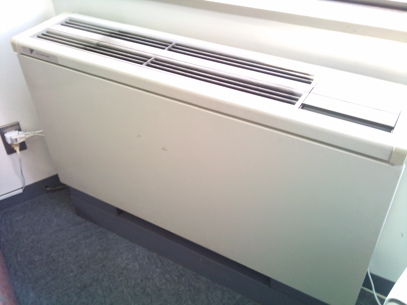 床置エアコン